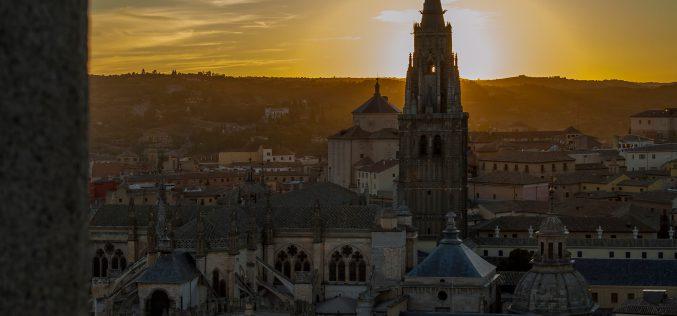 Vista de la Catedral Primada de Toledo, al atardecer.