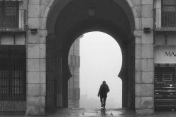 Arco de la Sangre entre niebla